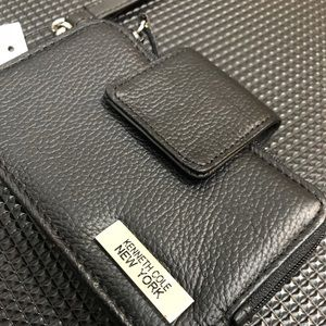 Kenneth Cole Bags - NWT Kenneth Cole NY leather Wallet